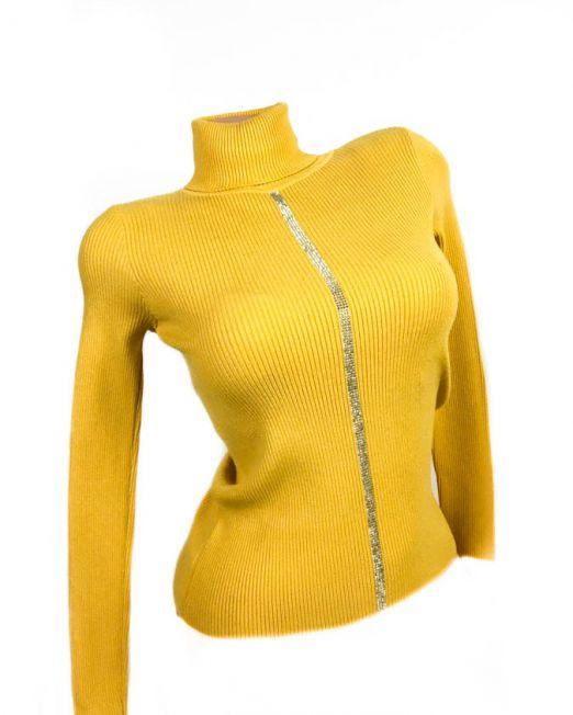 pulover pe gât galben,