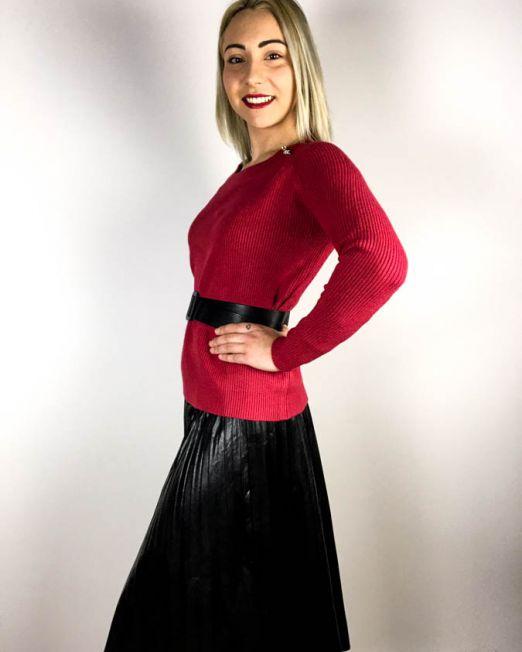 pulover roșu,