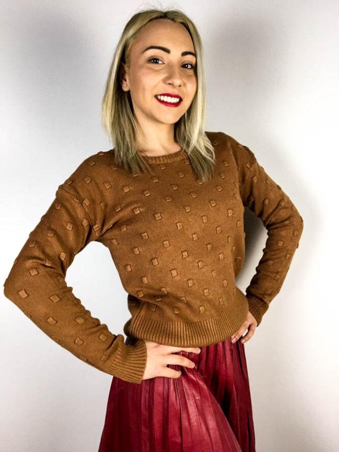 pulover maro,