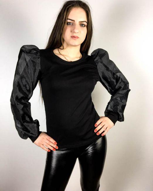 bluză neagră,