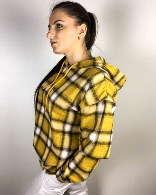 cămașă galbenă,