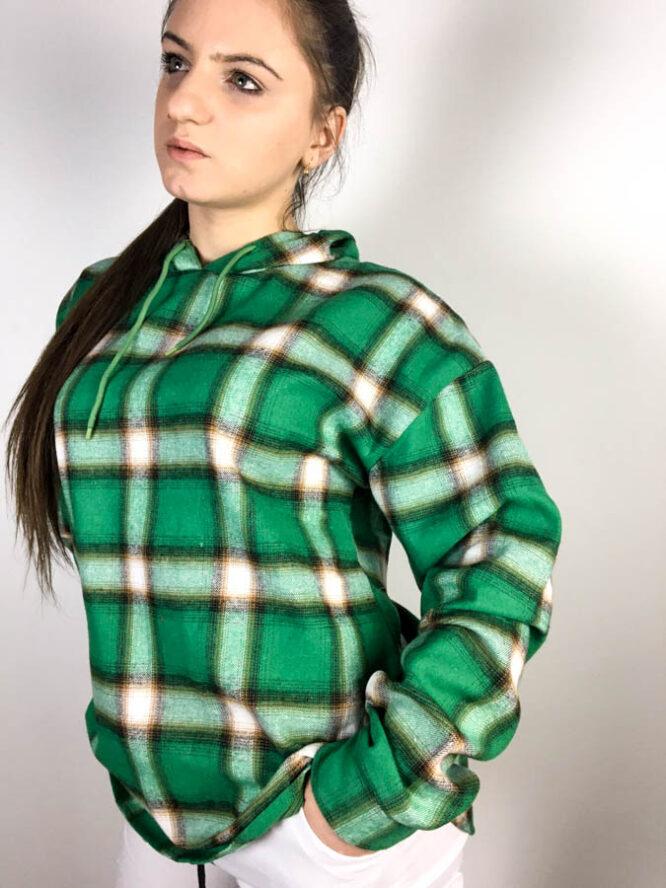 cămașă verde,