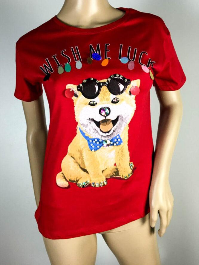 tricou roșu cu câine,