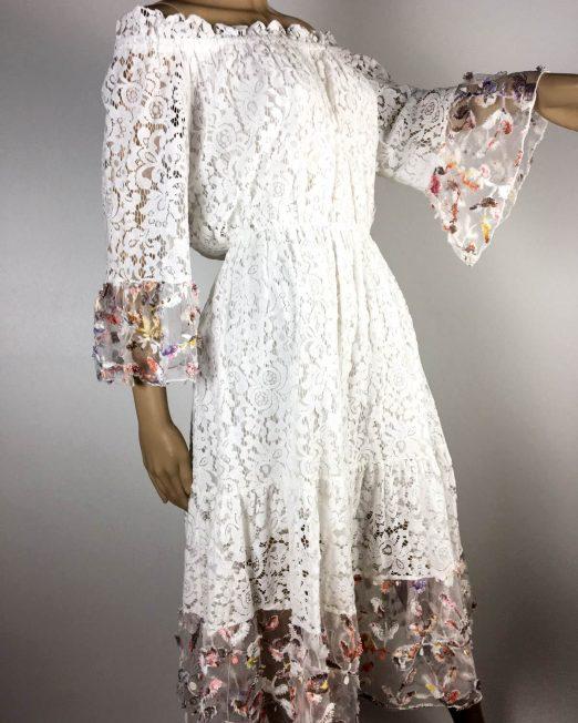 rochie albă de damă din dantelă,