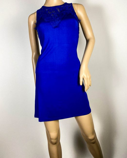 rochie albastră damă dantelă,