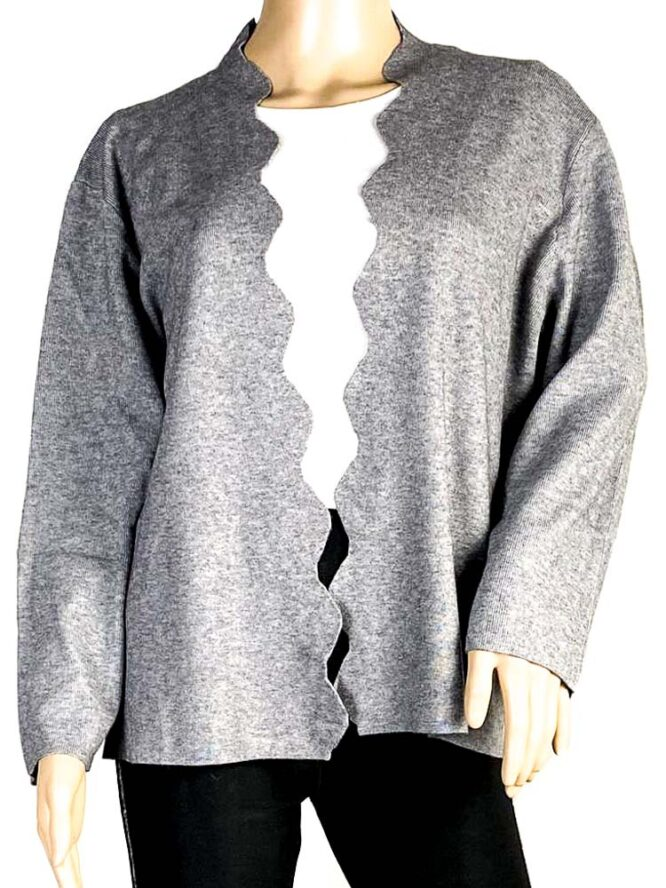 jachetă gri damă cu rever decupat,