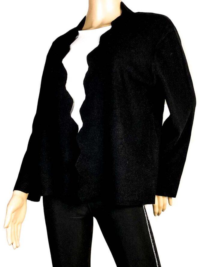 jachetă neagră damă cu rever decupat,