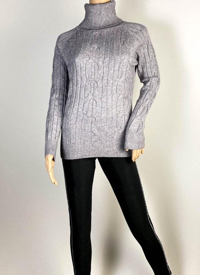 pulover gri pe gât damă,