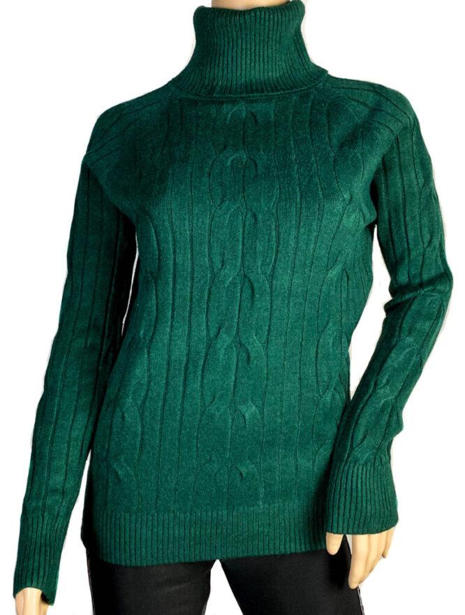 pulover verde pe gât damă,