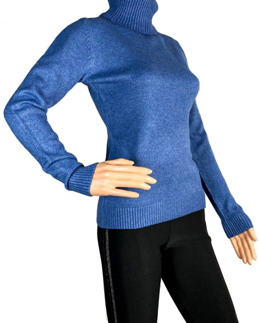 pulover albastru pe gât damă iarnă,
