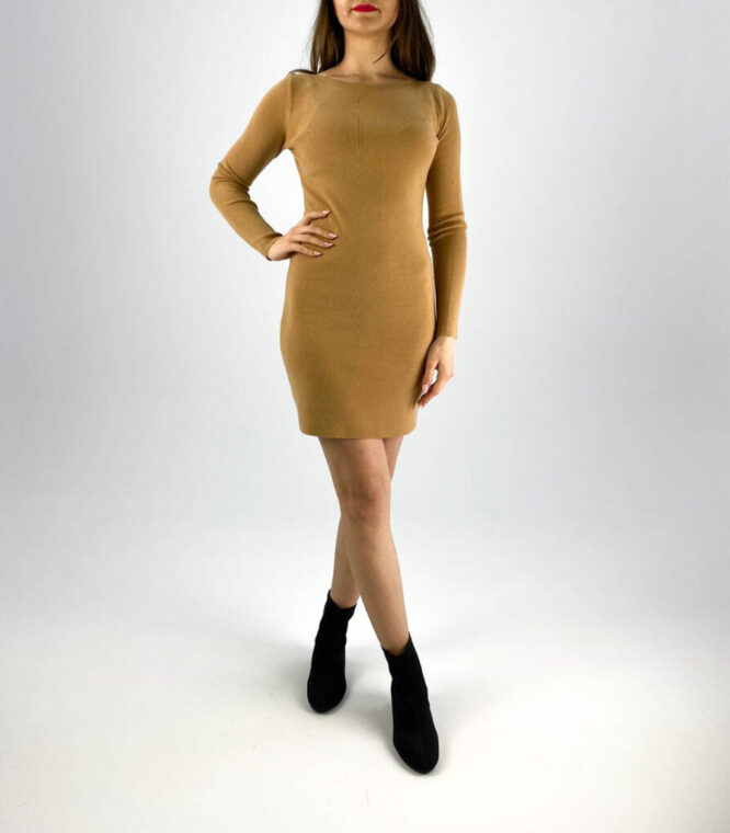 rochia maro tricotată cu dantelă,