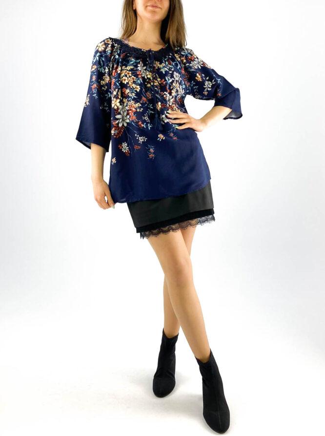 bluză damă bleumarin cu dantelă și imprimeu floral,