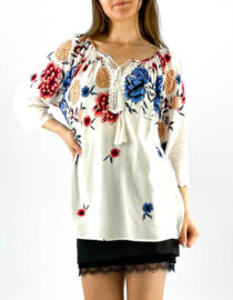 bluză damă albă tip ie cu imprimeu floral și dantelă,