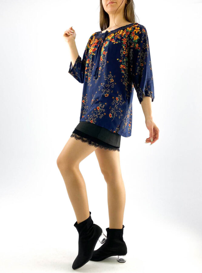 bluză damă albastră cu dantelă și imprimeu floral,